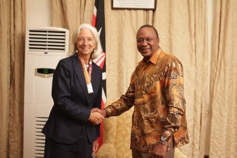 Η Διευθύντρια του ΔΝΤ κα Κριστίν Λαγκάρντ με τον Α.Ε. Πρόεδρο της Δημοκρατίας της Κένυας Ουχούρου Κενυάττα
